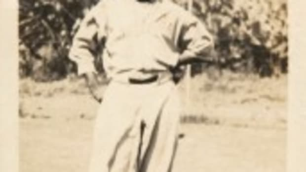A 1932 signed/dated glossy photo of five-nation Hall of Famer Martin Dihigo (1906-1971) in Negro League baseball uniform, taken in Venezuela, 2.5 x 4.5 inches. Dihigo family provenance and COA. Est. $2,000-$5,000. Hake's image