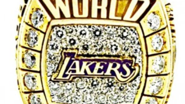 Kobe Bryant 2000 Lakers NBA Championship Ring 14K-40 Diamonds (Laker Issued Player Ring Gifted by Kobe to Joe Bryant - size 11 ½ - same as Kobe's) - $174,184