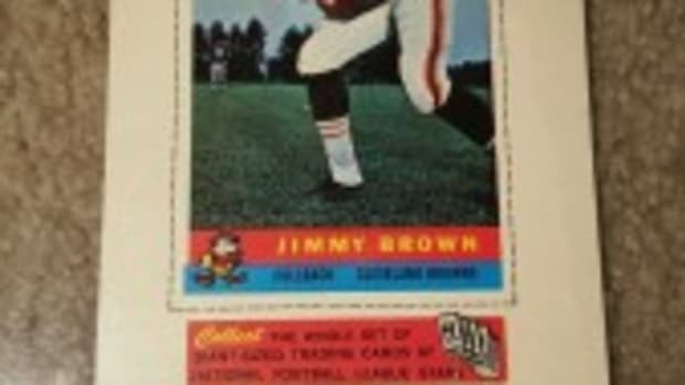 Jim Brown is one of the highlights of the 1959 Bazooka set, with one of the reasons being a full body pose. Photo courtesy of Howard Stevens.