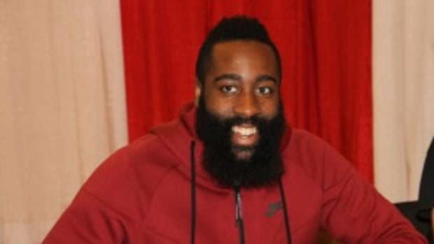 Flooding in the Houston area kept some fans and signers away from the latest Tristar event, but James Harden helped draw crowds over the three days. Photos by Ross Forman.