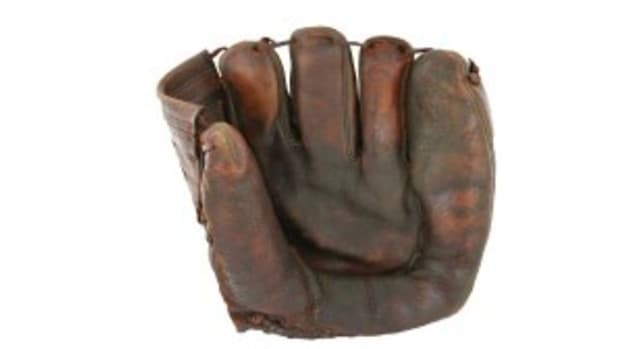 Jackie glove netted $373,000 in a Steiner Sports auction.