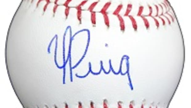 Yasiel-Puig-Signed-Baseball-MDA2013-sm