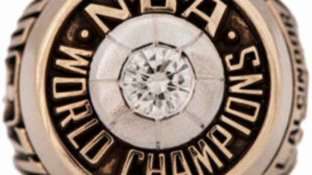 Kareem Abdul-Jabbar's 1970-71 Milwaukee Bucks championship ring (Lew Alcindor) sold for $153,437. (Image courtesy Goldin Auctions)