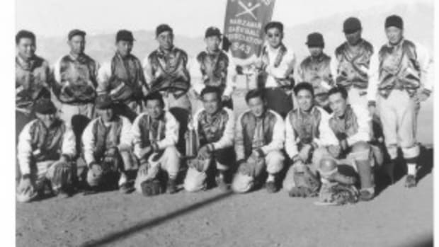 Team picture of Japanese Americans in the internment camp in Manzanar, Calif., in 1943.