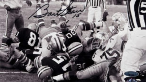 "One of the things Bart Starr is remembered for is his ""dive"" for a touchdown as time ran out during the Ice Bowl. (Photo courtesy Heritage Auctions)"