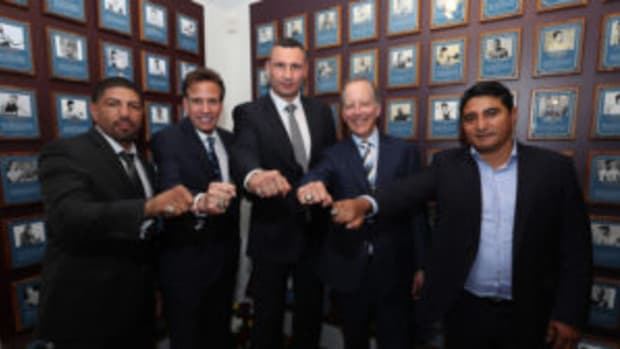 Inductees Winky Wright, Steve Albert, Vitali Klitschko, Jim Gray and Eric Morales pose with their rings at the International Boxing Hall of Fame for the Weekend of Champions induction events. (Photo by Alex Menendez/Getty Images)