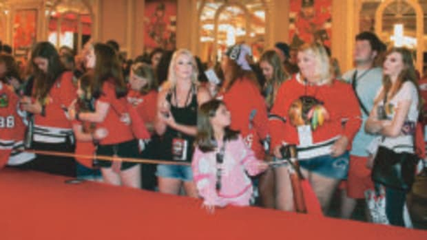 Fans at the opening ceremony at the Chicago Blackhawks Fan Convention. (Rick Firfer photos)