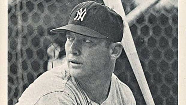 11.1962-65 JAY PUBLISHING PHOTOS-TYPE 2 MICKEY MANTLE BATTING, POSE TO CHEST, ONE EAR SHOWING-