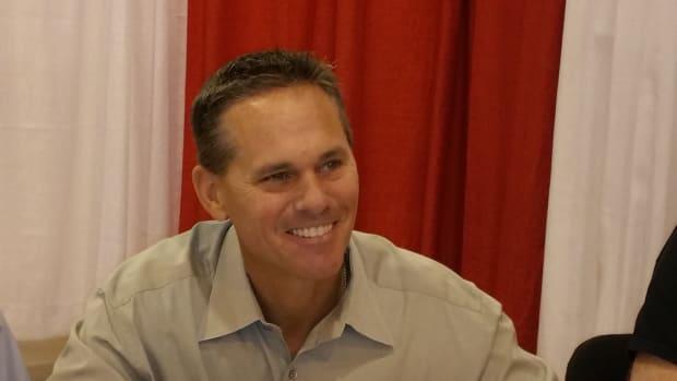 Baseball Hall of Famer Craig Biggio signs autographs at a Tristar show.
