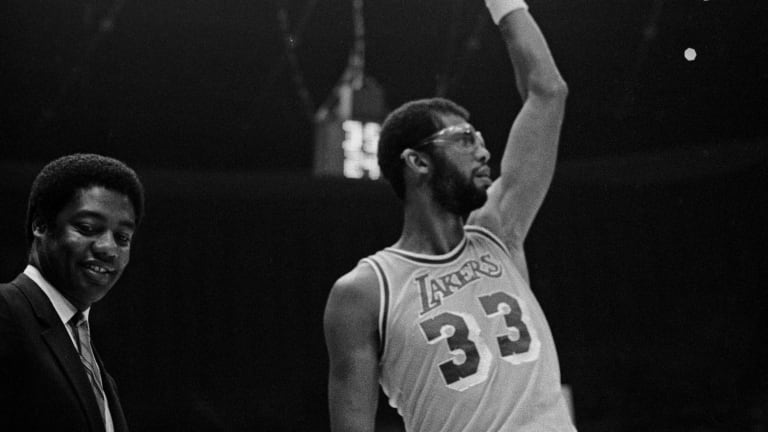 'Big O' cards worth a look; Wilt, Jabbar, Russell attracting big $