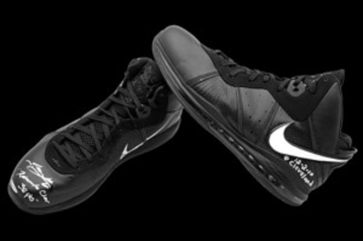 Upper-Deck-Authenticated-Suite-One-of-One-LeBron-James-Return-to-Cleveland-Game-Used-Shoes