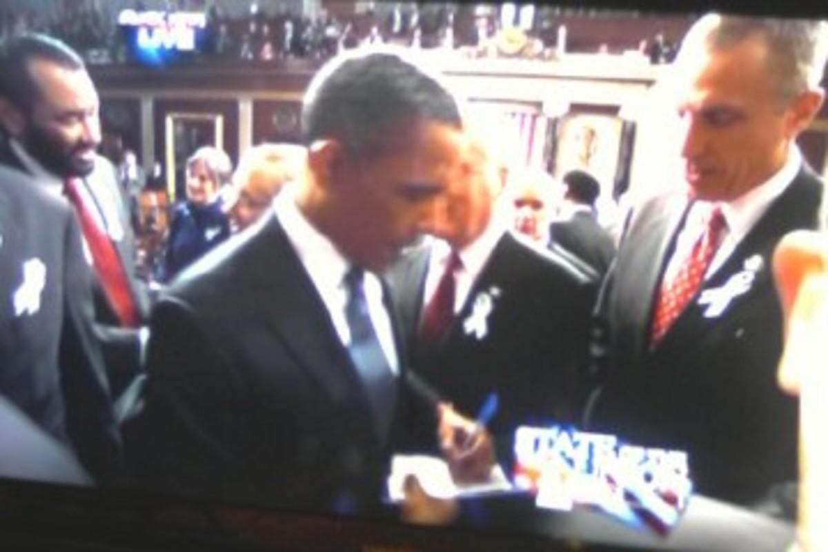 Barack-Obama-Siging-Autos-2.jpg