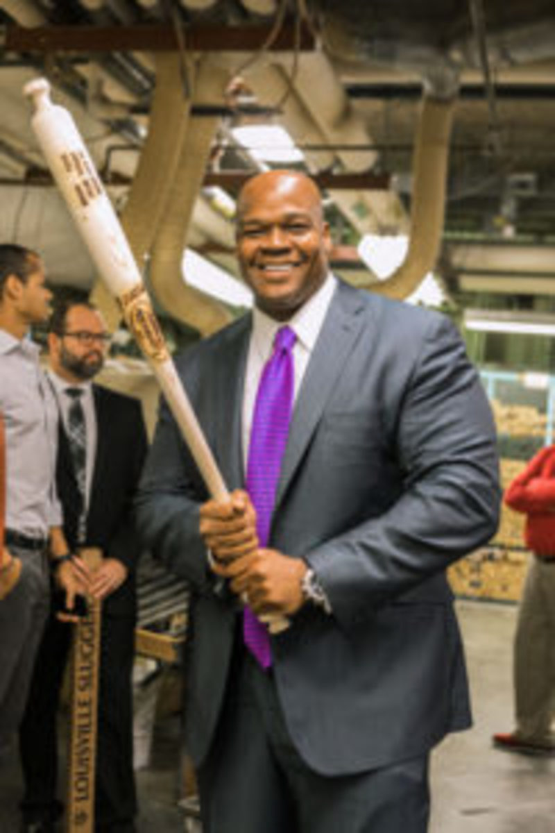 Frank Thomas holds a Louisville Slugger bat during a tour prior to receiving the Living Legend Award.