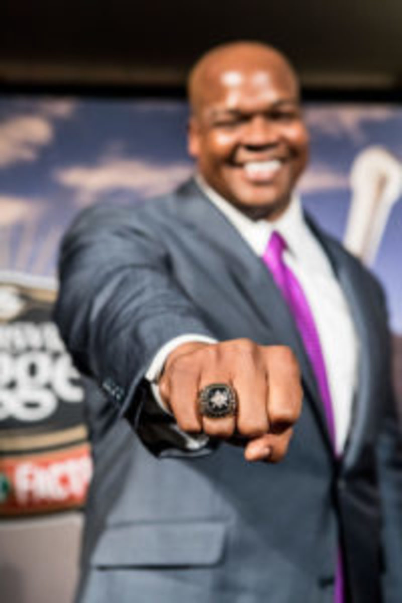 Frank Thomas showing the spoils of the Living Legend Award.