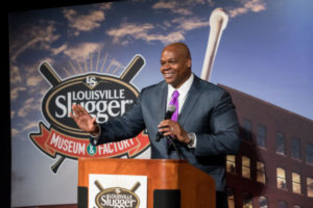 Frank Thomas was awarded the Living Legend Award at the Louisville Slugger Museum and Factory Nov. 10. (Louisville Slugger Museum & Factory photos)