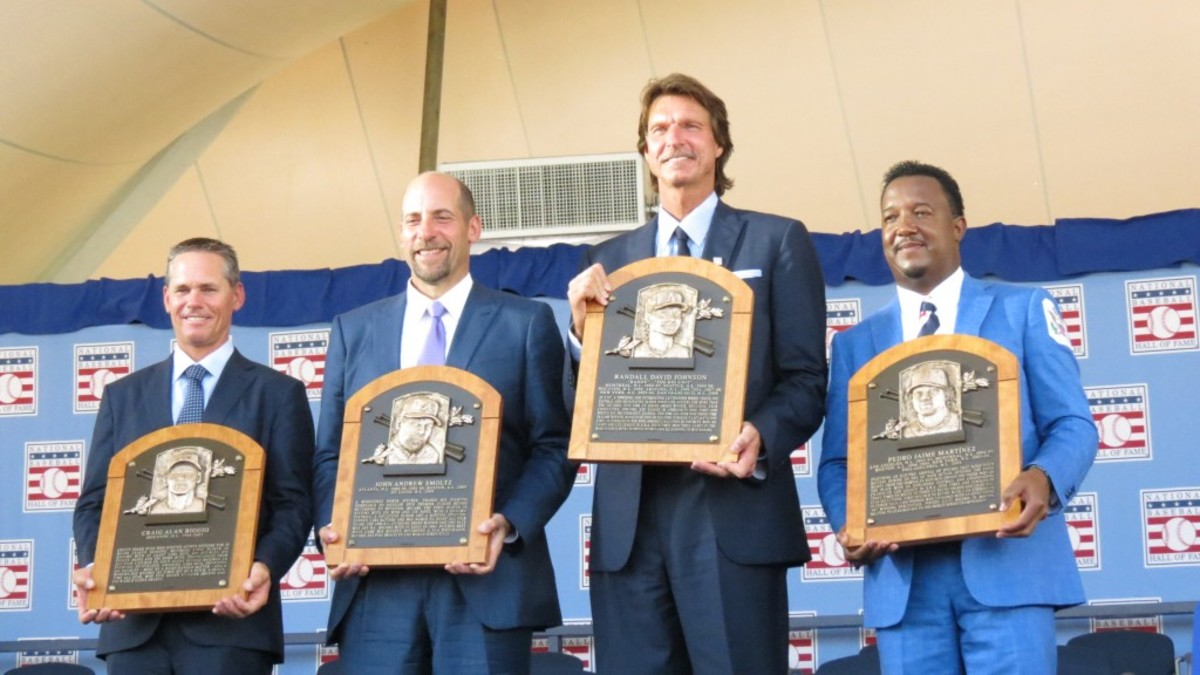 The four new inductees – Biggio, Smoltz, Johnson and Martinez – were busy signing on the Monday after their induction – with prices ranging from $99-$200 for signed balls and flats. Photos courtesy of David Moriah.