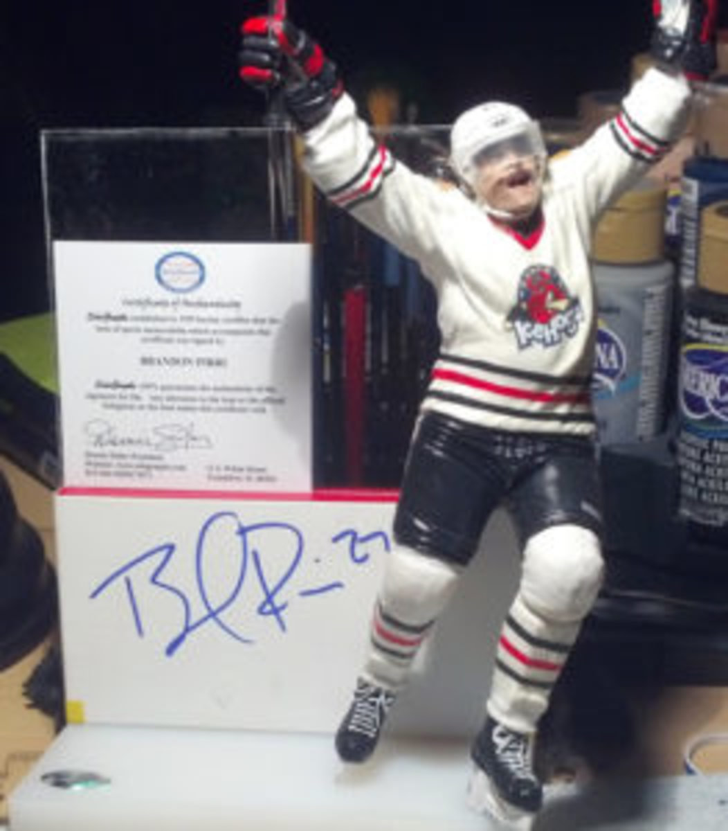 A custom hockey figure created by Alan Ithal that is autographed by the player. (Photos courtesy Alan Ithal)