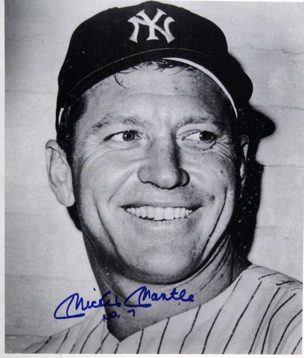 Mickey Mantle with the No. 7 beneath his signature – the classic look.