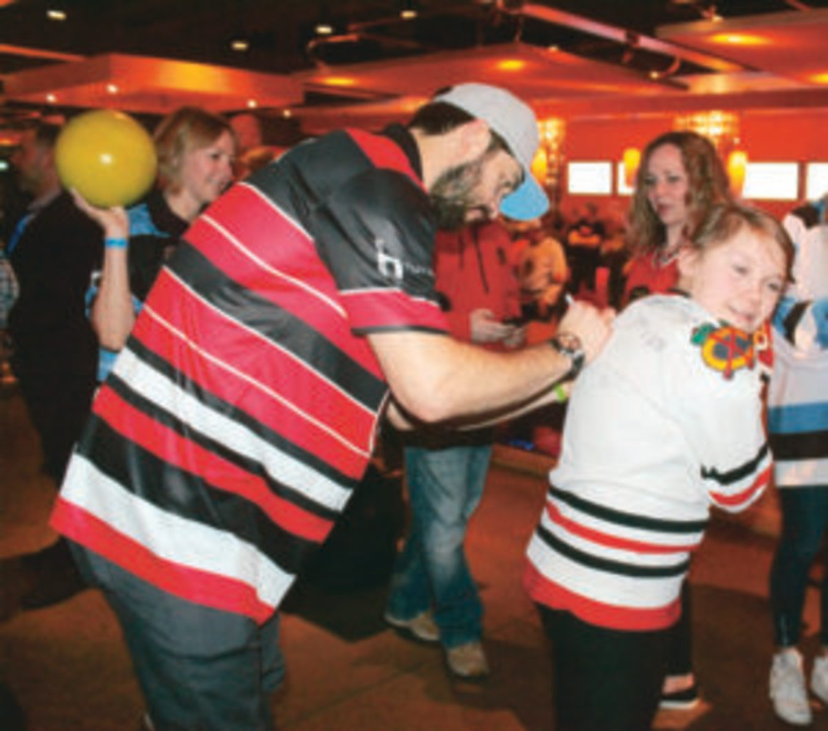 Brent Seabrook signs the jersey of a young fan. (Rick Firfer photos)