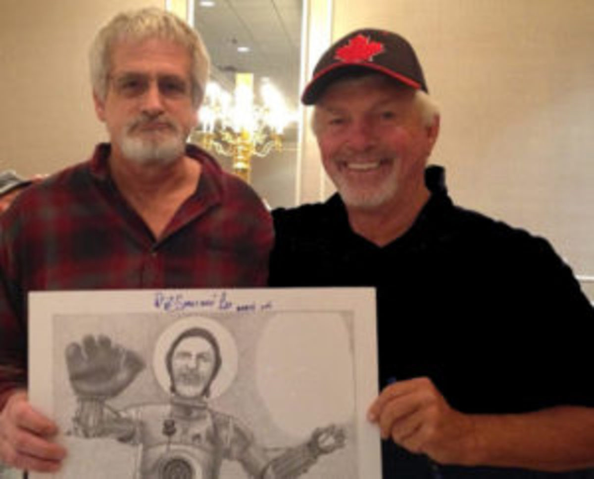 Local artist Peter Clarke (left) and former Boston Red Sox pitcher Bill Lee (right) in October 2016 at a Cardboard Promotions' show. Lee was an autograph guest at that show.