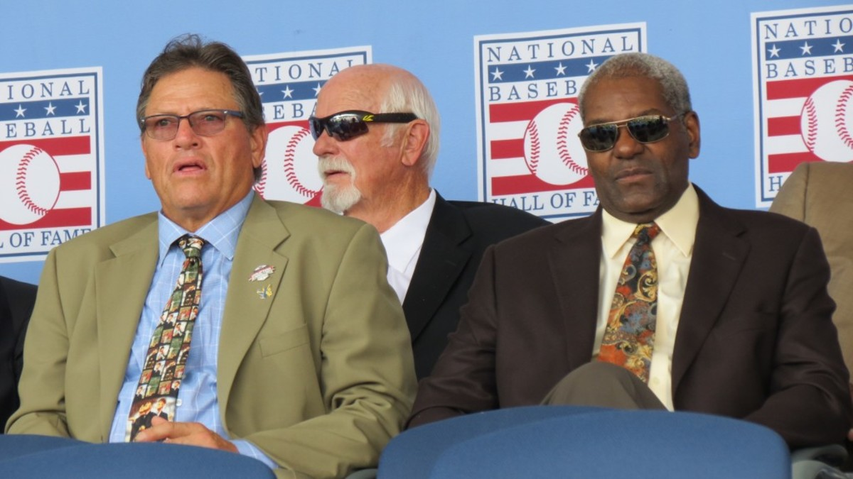 Carlton Fisk, left, and Bob Gibson take in the induction ceremonies.