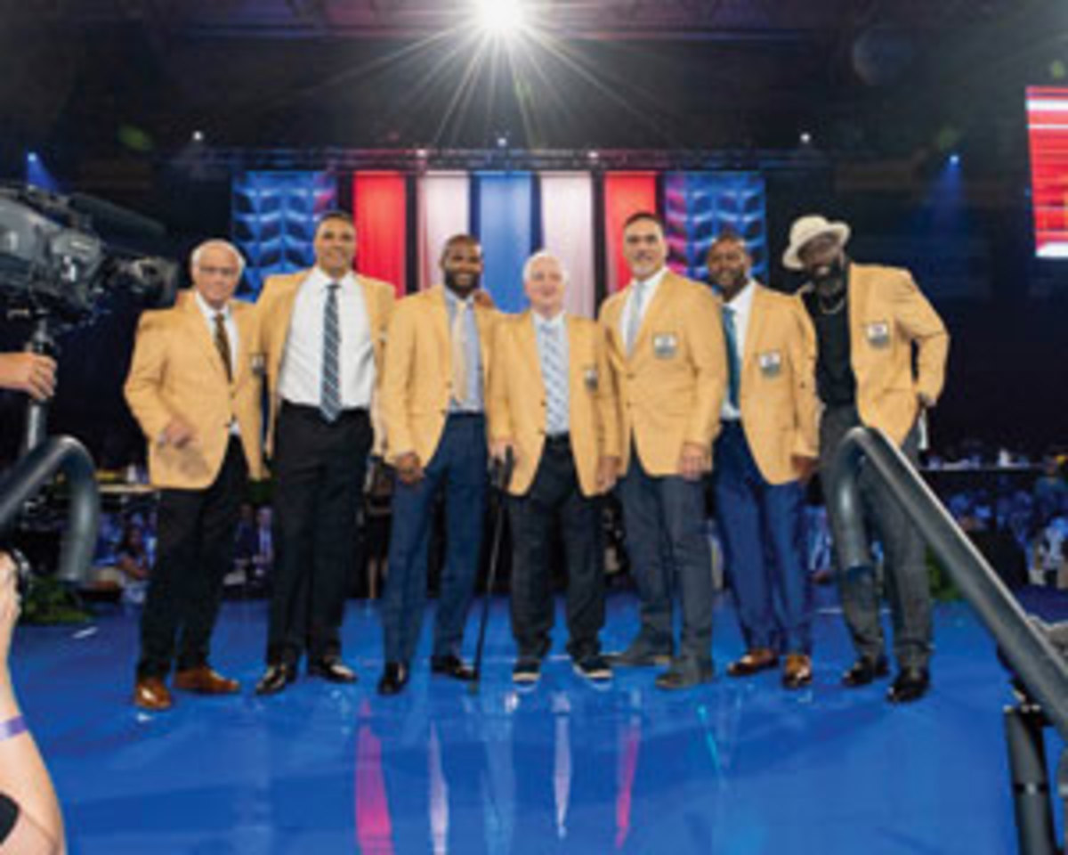 The 2019 Hall of Fame inductees during the Gold Jacket Ceremony. Photo courtesy Pro Football Hall of Fame/Shawn Wood
