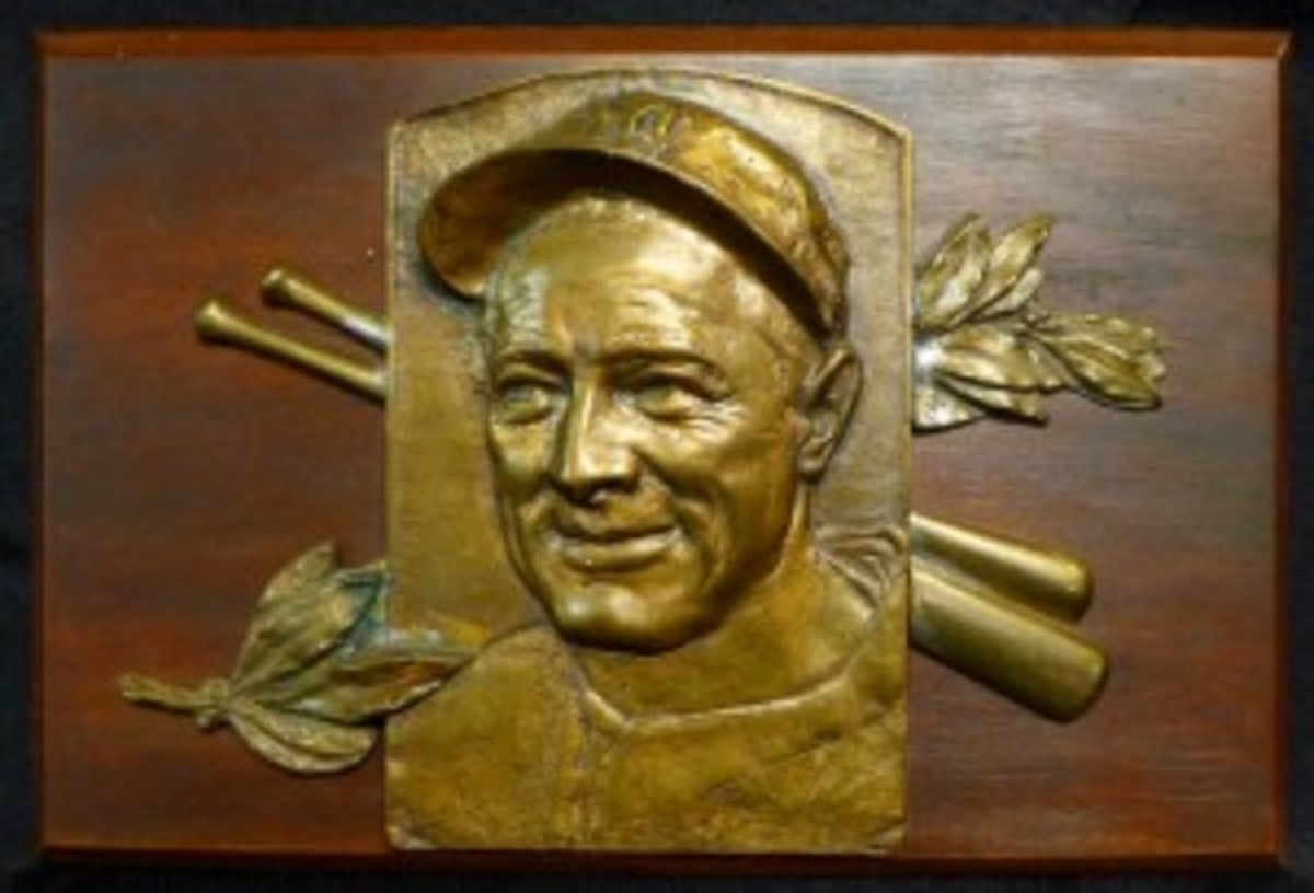 Bronze plaque art of Lou Gehrig, circa 1939, designed/crafted by George Seaman and colleagues at Steinmeier Bronze Tablet Co., only known additional casting of the bas-relief art seen on Gehrig's National Baseball Hall of Fame plaque in Cooperstown, N.Y. Est. $3,000-$5,000. Sterling Associates image