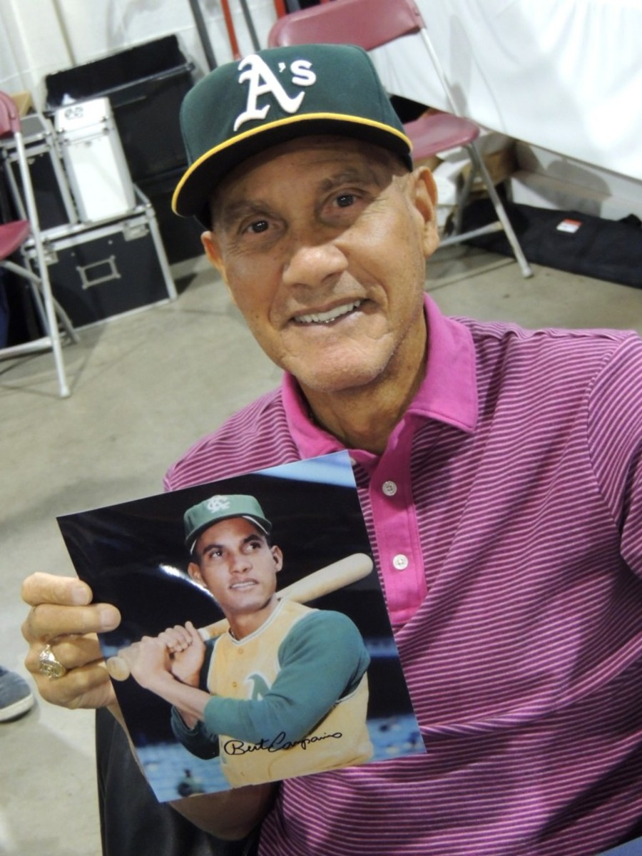 Bert Campaneris delighted the Toronto faithful with a fine signature and even tales of his pitching days.
