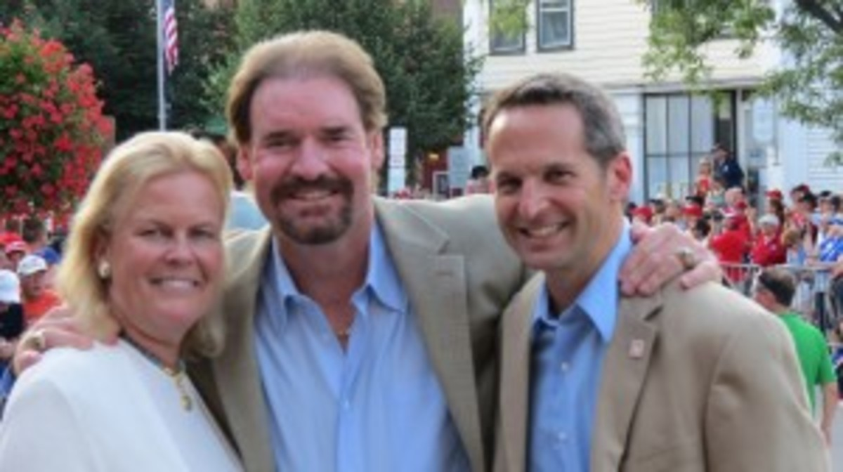 Wade Boggs poses with Jane Forbes Clark and Jeff Idelson of the Baseball Hall of Fame.