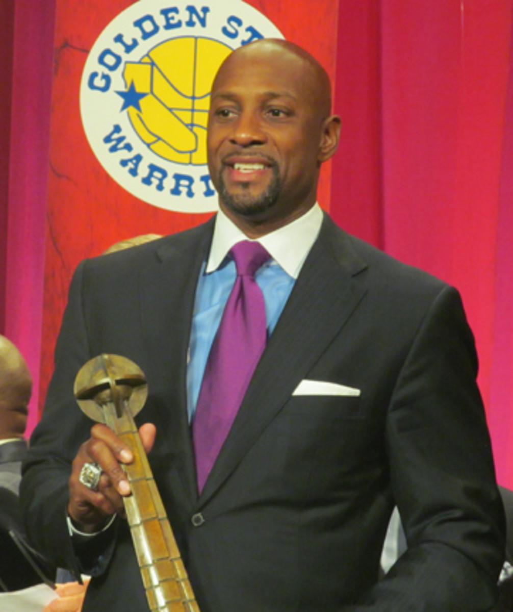 Alonzo Mourning was the biggest player in the Class of 2014 for the Basketball Hal of Fame. However, even in this context, Mourning was a tough signer during induction weekend. All photos by Robert Kunz.