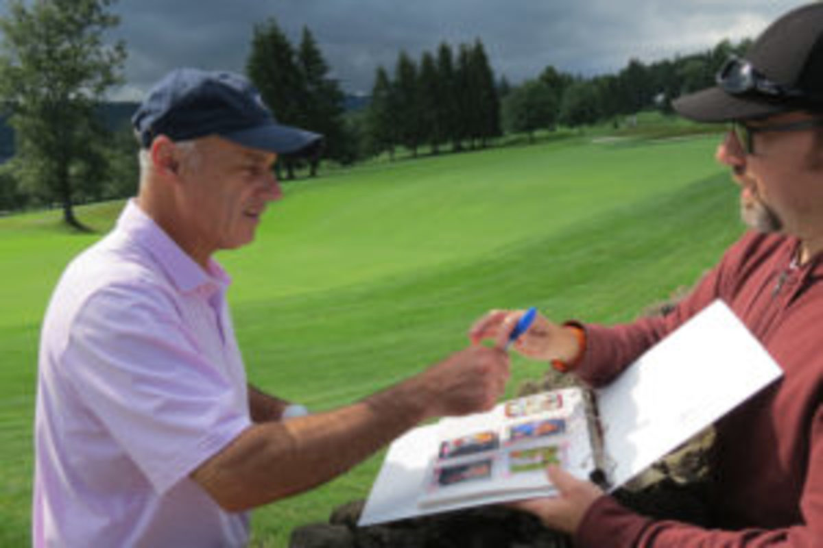 Major League Baseball Commissioner Rob Manfred takes time at a golf outing to sign autographs. (David Moriah photo)