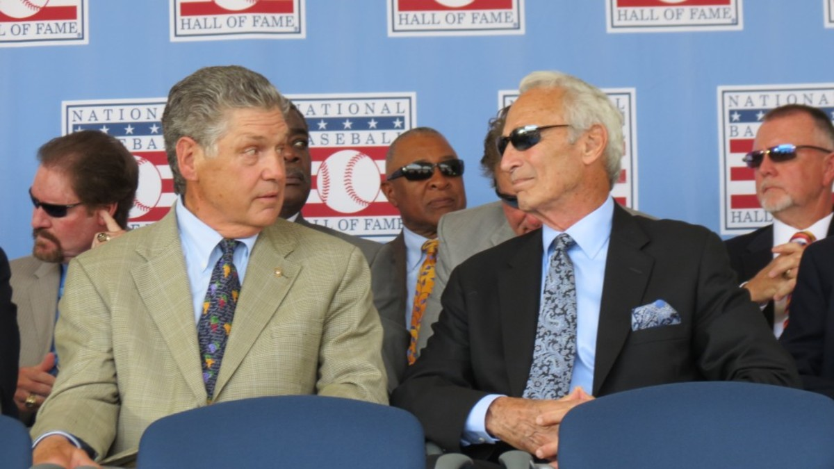 Tom Seaver, left, and Sandy Koufax share a moment. Can you name the players in the background?