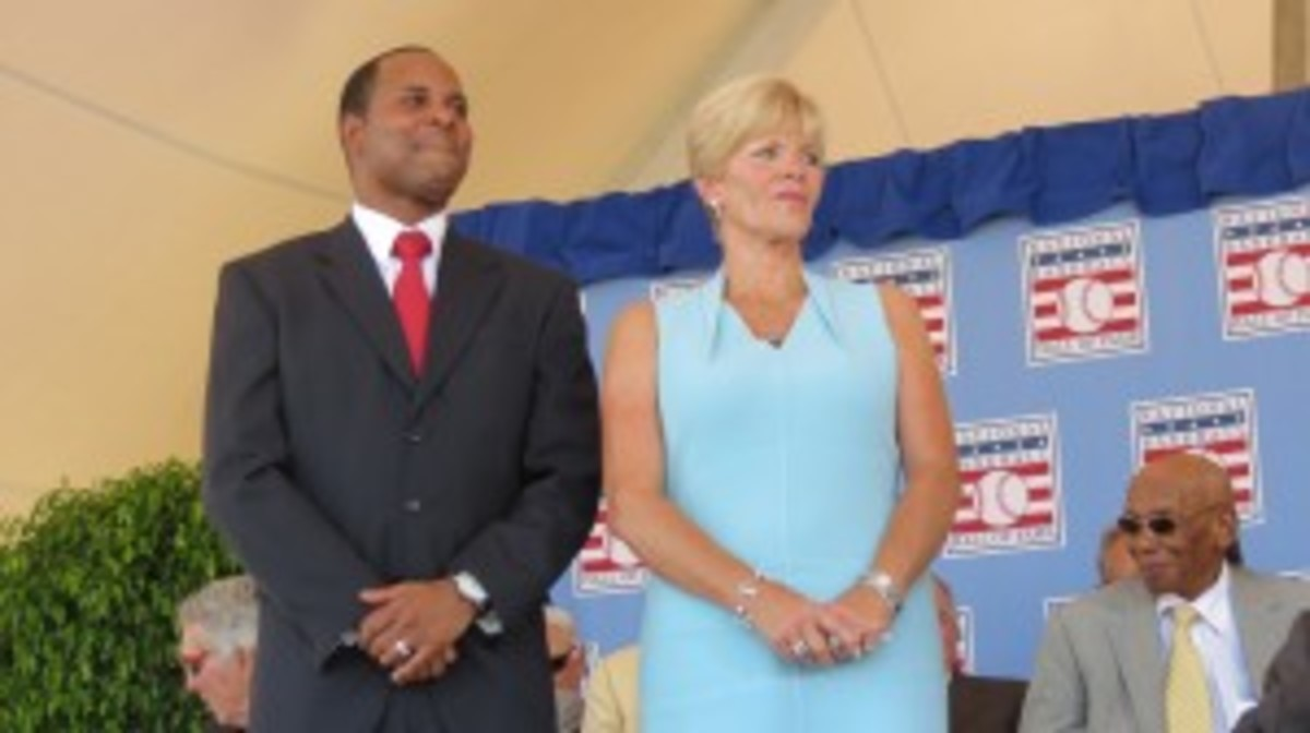 Barry Larkin and Ron Santo's widow, Vicki.