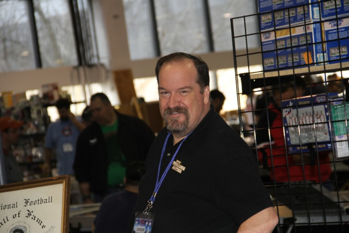 The Big Ten Treasure Hunter, John Arcand, was at the Fanatics Sports Spectactular, and he picked up a coveted USC program featuring Marion Morrison, better known as John Wayne.