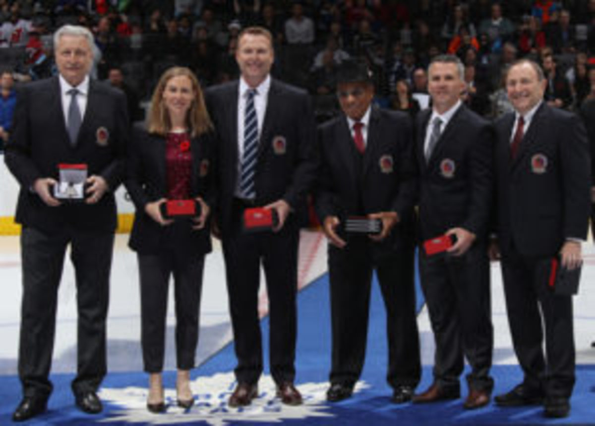 (l-r) Hall of Fame inductees Aleksander Yakushev, Jayna Hefford, Martin Brodeur, Willie O'Ree, Martin St. Louis and Gary Bettman are introduced prior to the 2018 Hockey Hall of Fame Legends Classic Game at the Scotiabank Placeon November 11, 2018 in Toronto, Ontario, Canada. (Photo by Bruce Bennett/Getty Images)