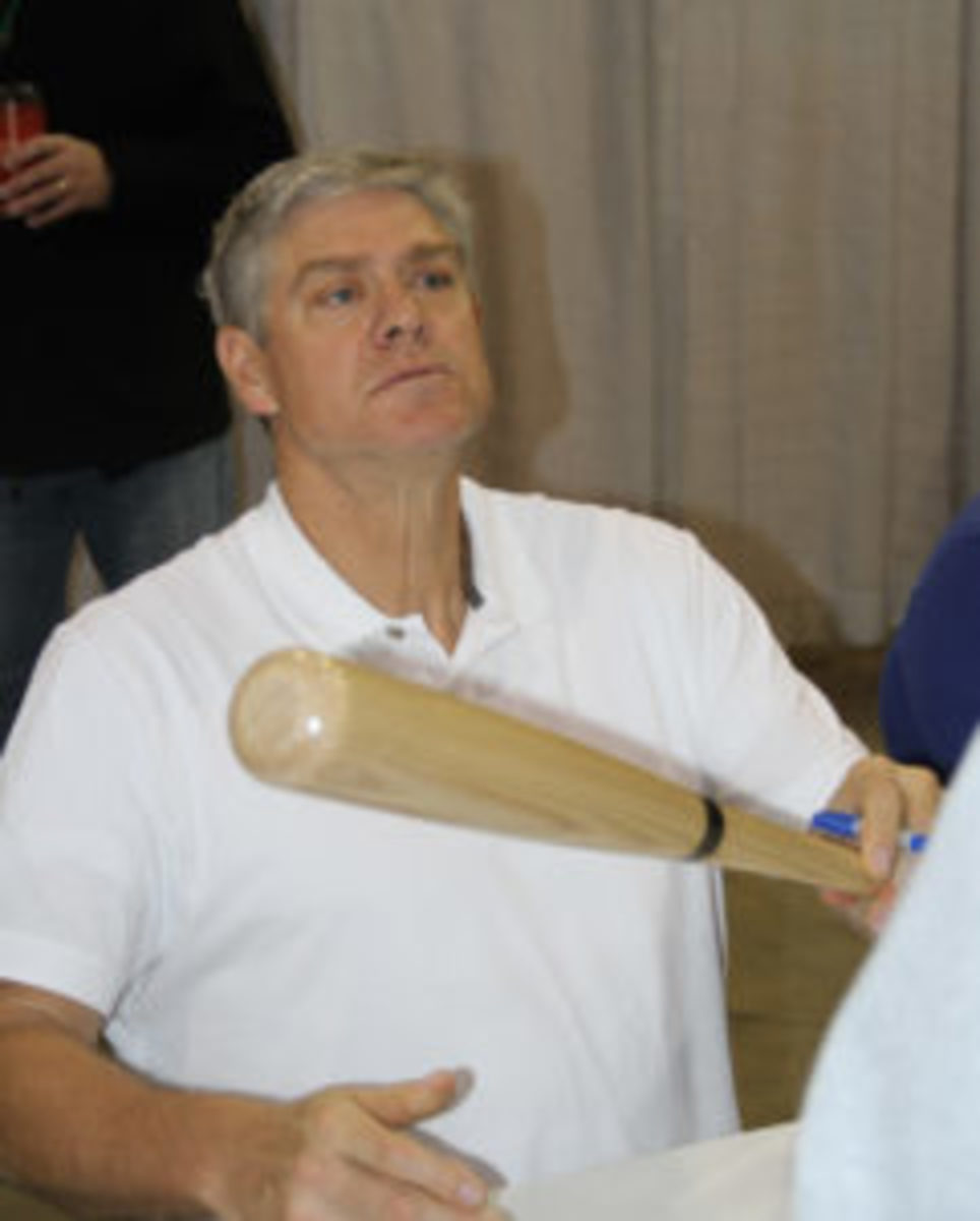 Dale Murphy has become a frequent autograph guest at sports memorabilia shows across the country. (Ross Forman Photo)