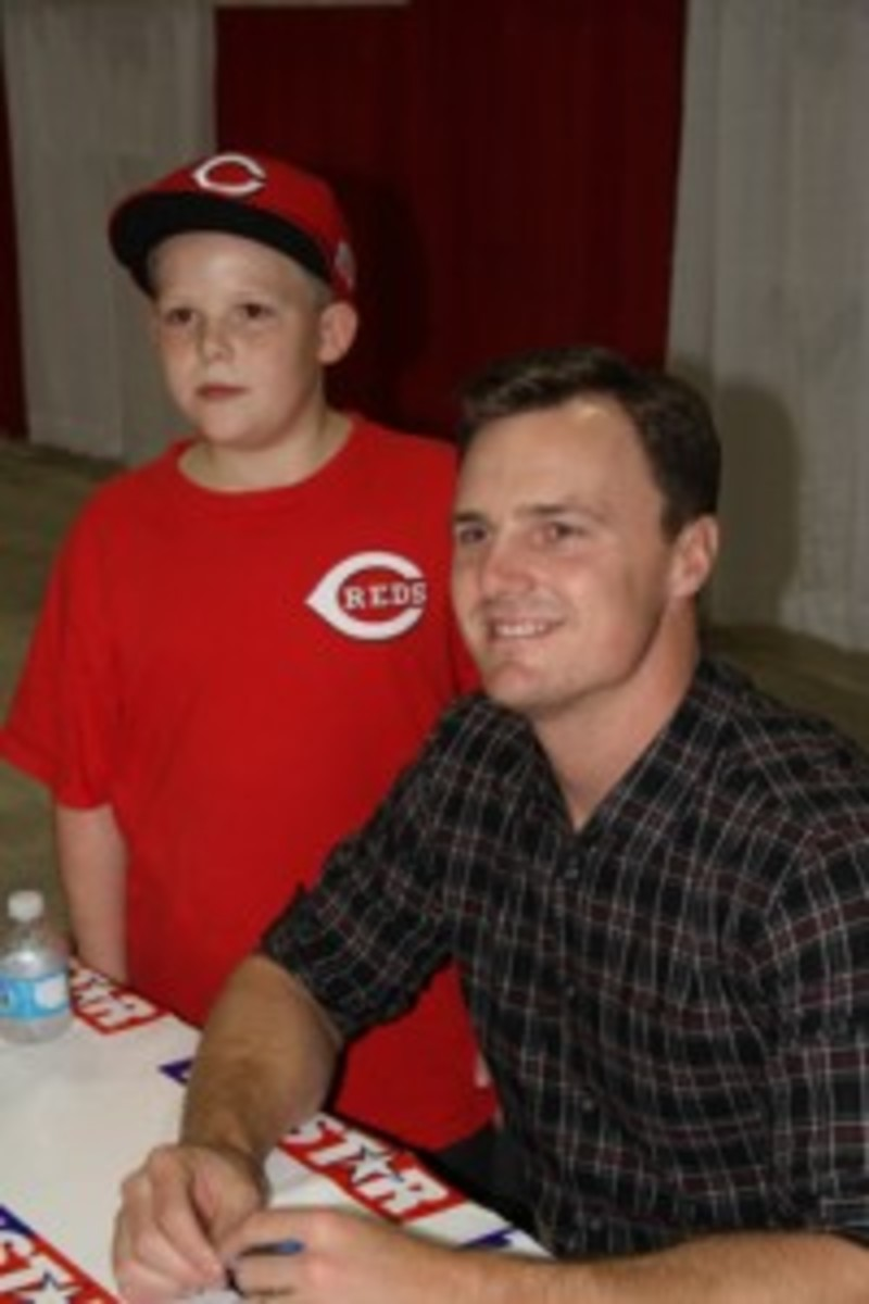 Jay Bruce with a young Reds fan