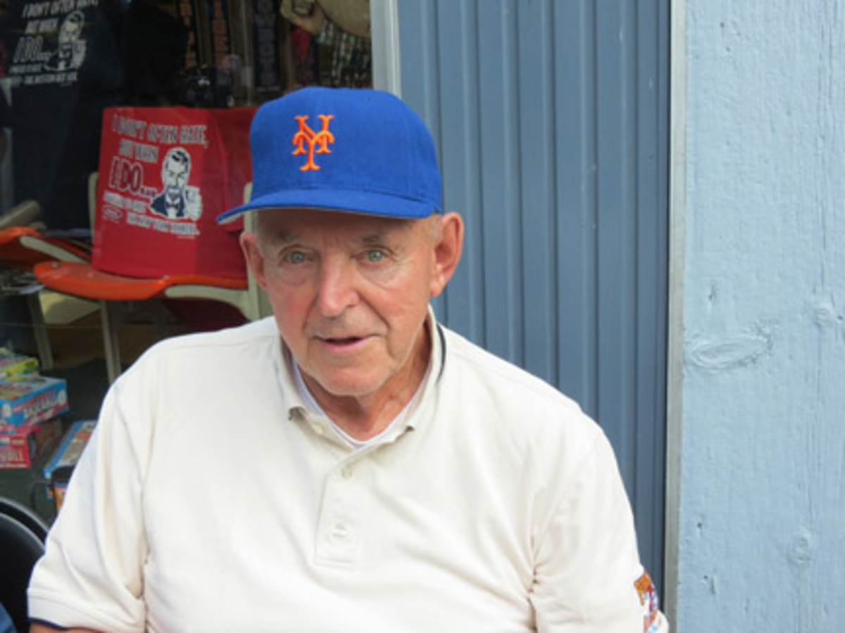 The original Frank Thomas, born circa 1929, wasn't afraid to ask N.Y. Mets fans why they didn't have his autograph.
