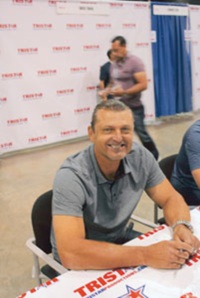 Trevor Hoffman flashes a Hall of Fame smile for autograph seekers.