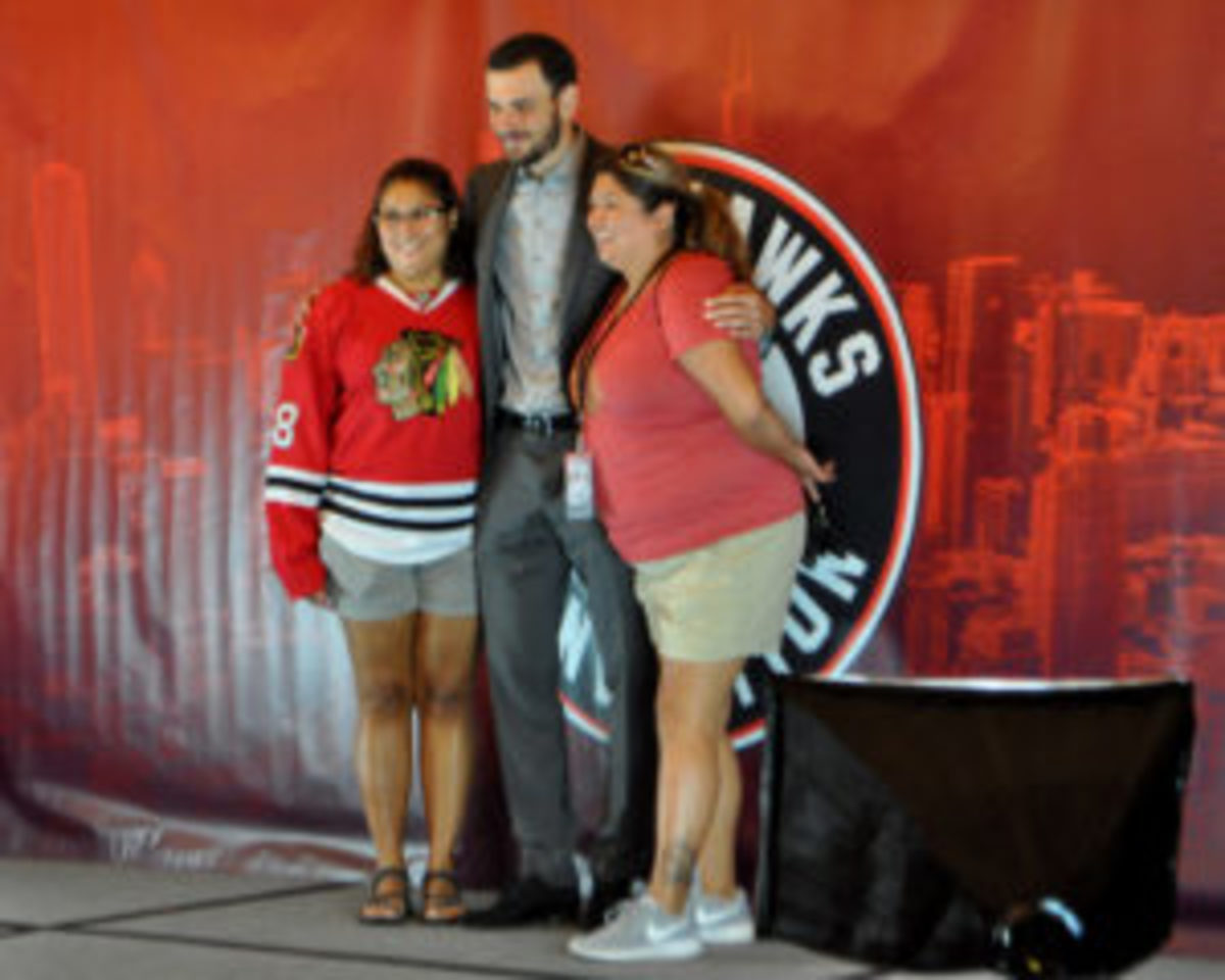 Fans could get their picture taken with former and current players, such as Artem Anisimov.