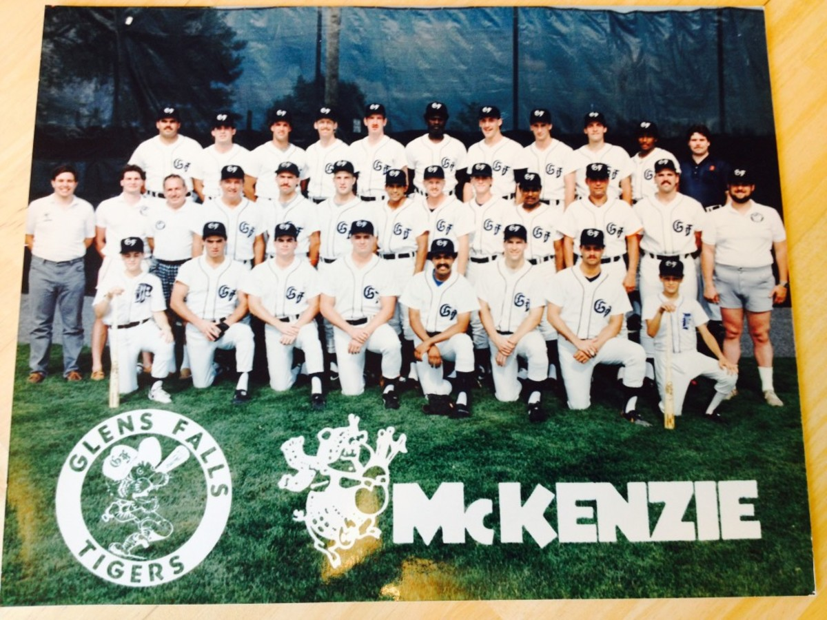 The 1987 team photo of the Glens Falls Tigers featuring John Smoltz.