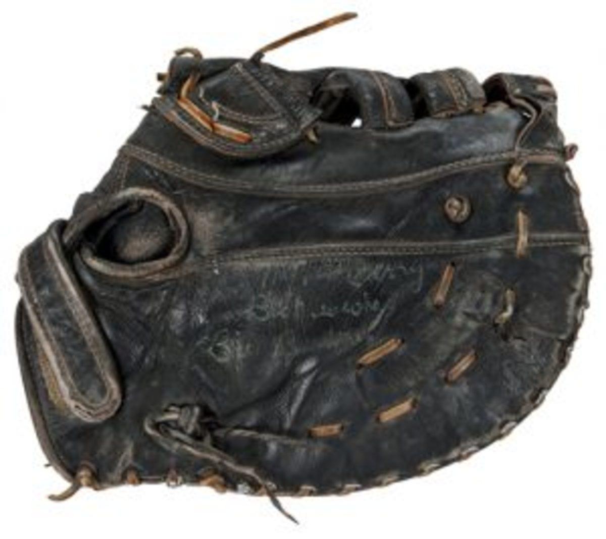 buckner-glove1-fw