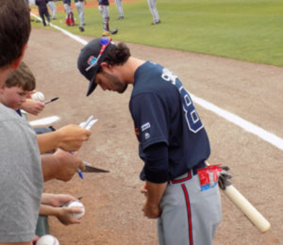 Atlanta Braves shortstop Dansby Swanson signs autographs for fans at spring training. (Barry Blair photos)