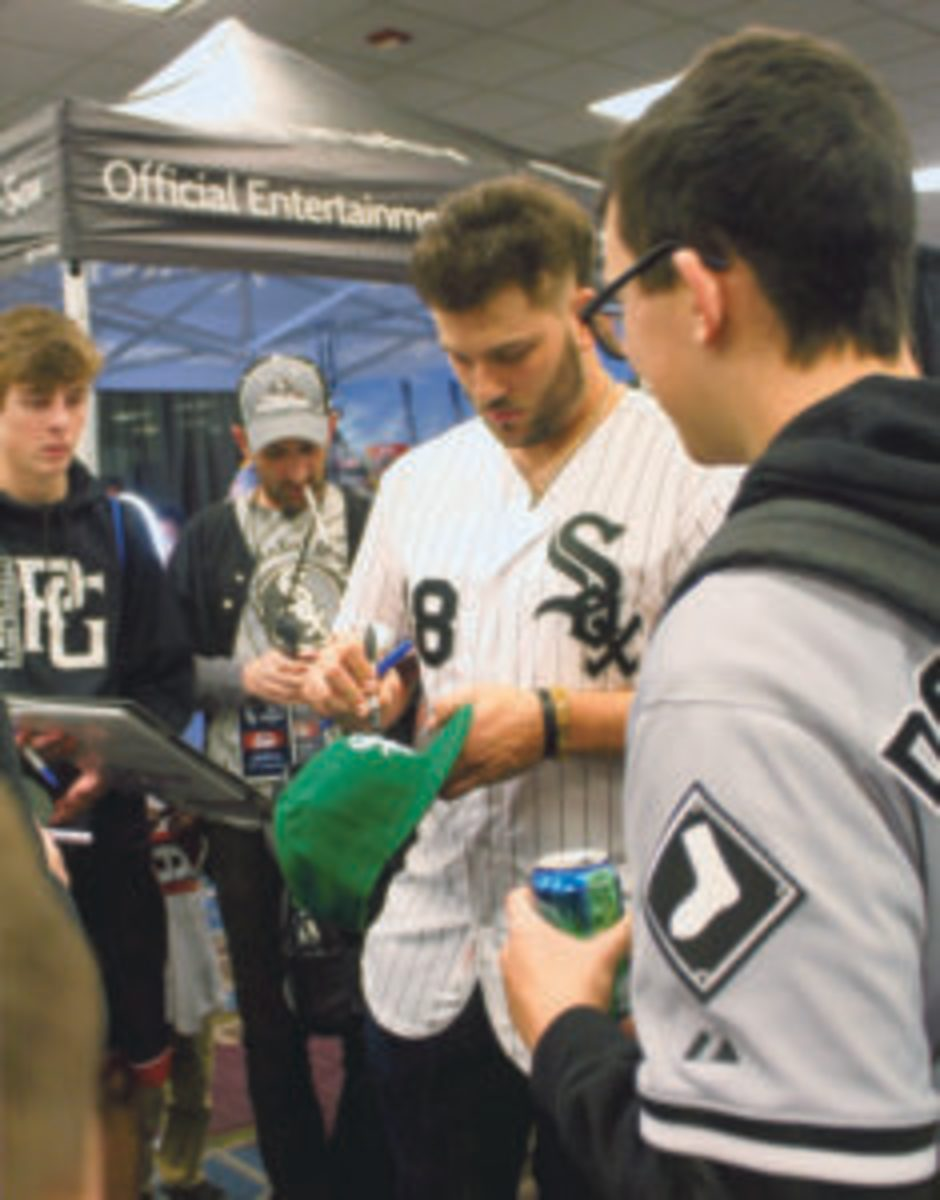 Dan Palka signs autographs for fans and collectors while walking around SoxFest 2019. (Rick Firfer photos)