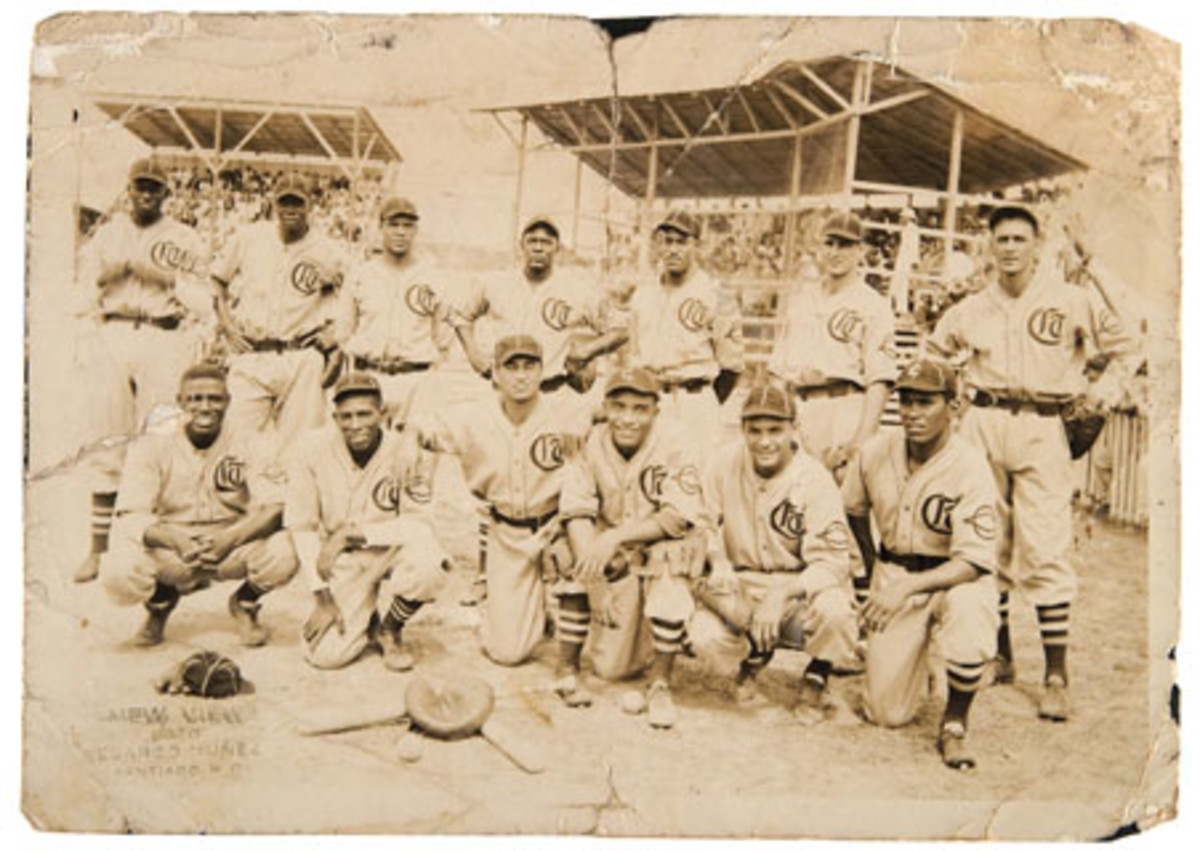Original 5-by-7-inch glossy photo of 1937 Dominican Republic baseball team that includes (standing, far left) Satchel Paige. Estimate $2,000-$5,000. Image: Hake's Americana & Collectibles.