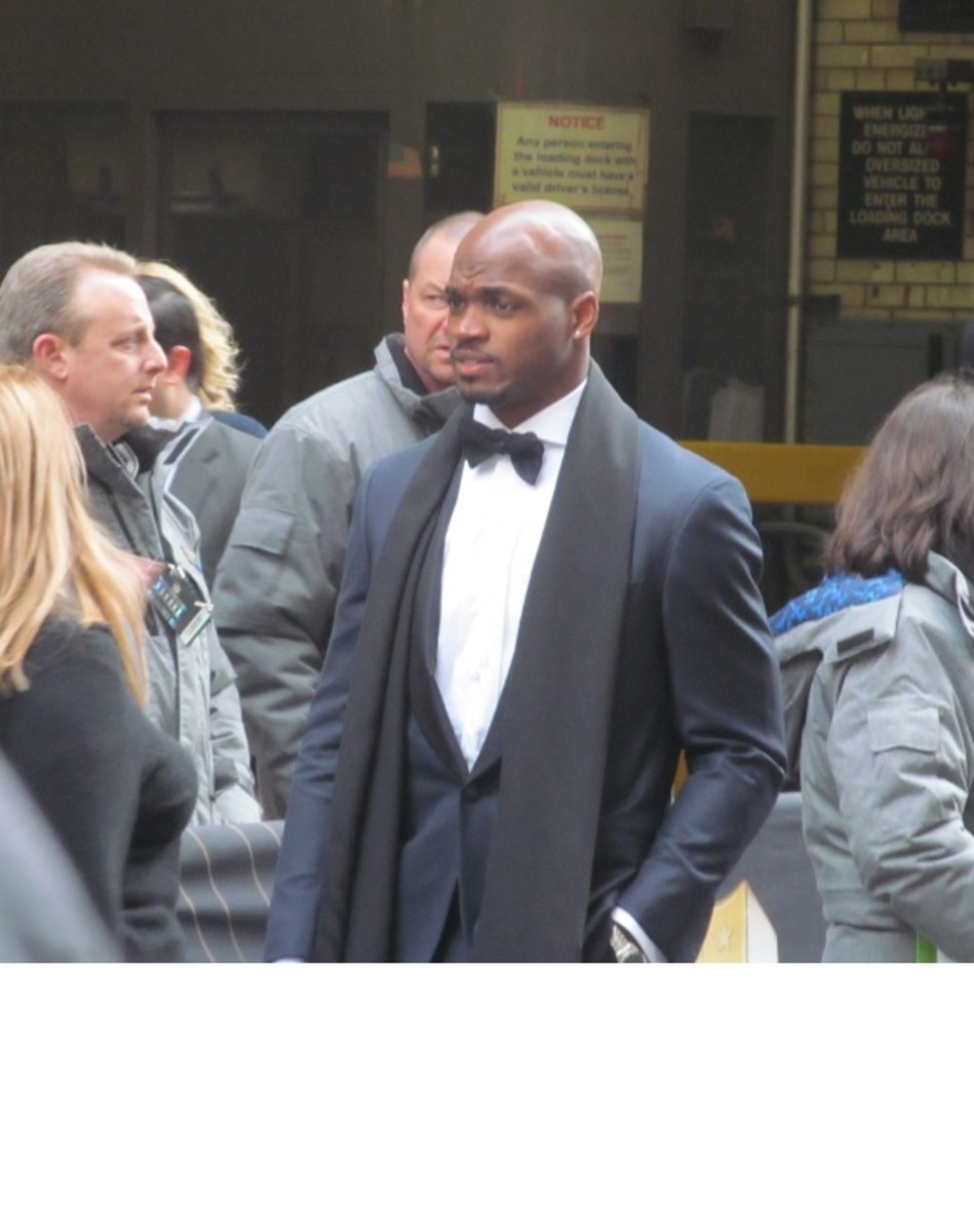 SB7_2014_Andrian_Peterson_arriving_at_NFL_Honors