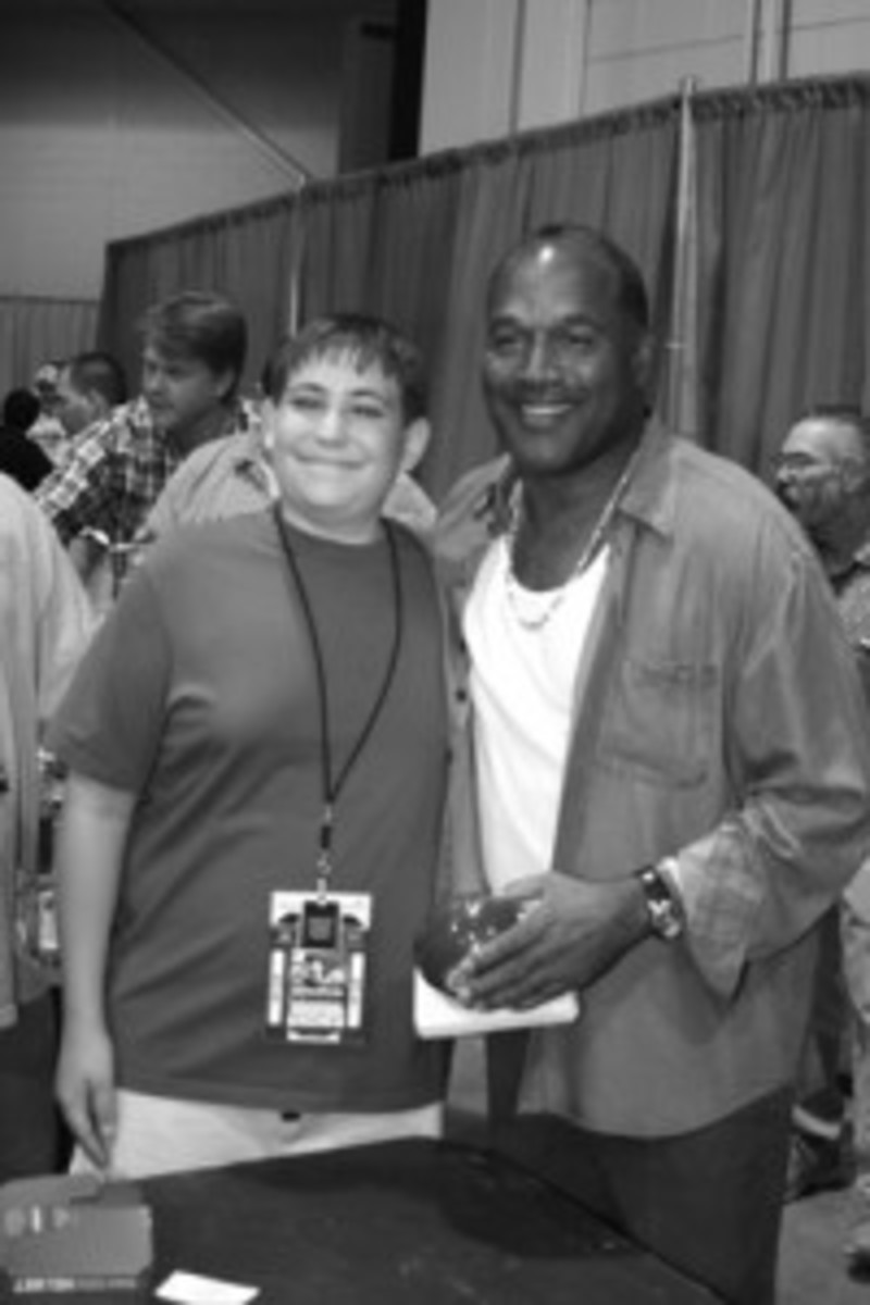 """In 2005, O.J. Simpson made a """"surprise"""" signing appearance at the Chicago National."""