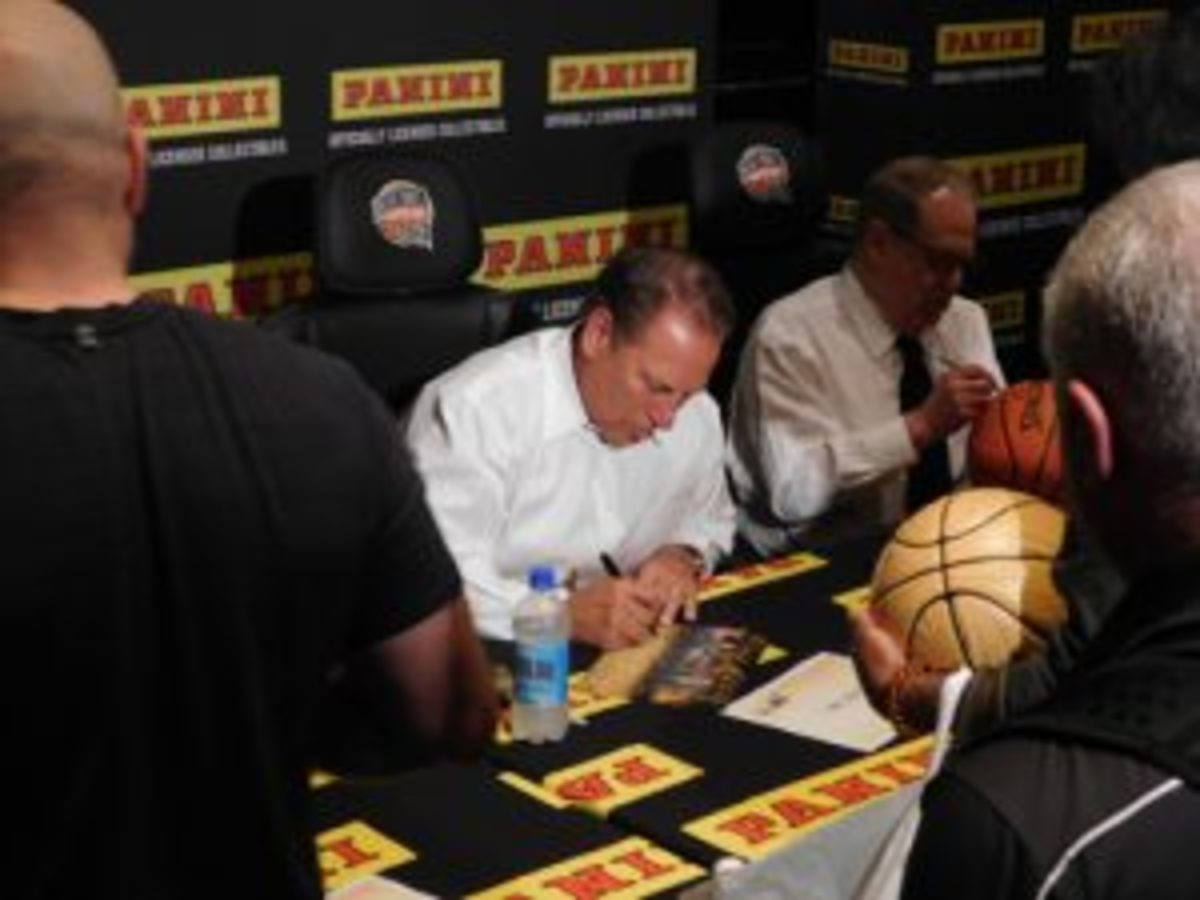 Tom Izzo signs autographs during the Basketball Hall of Fame weekend.