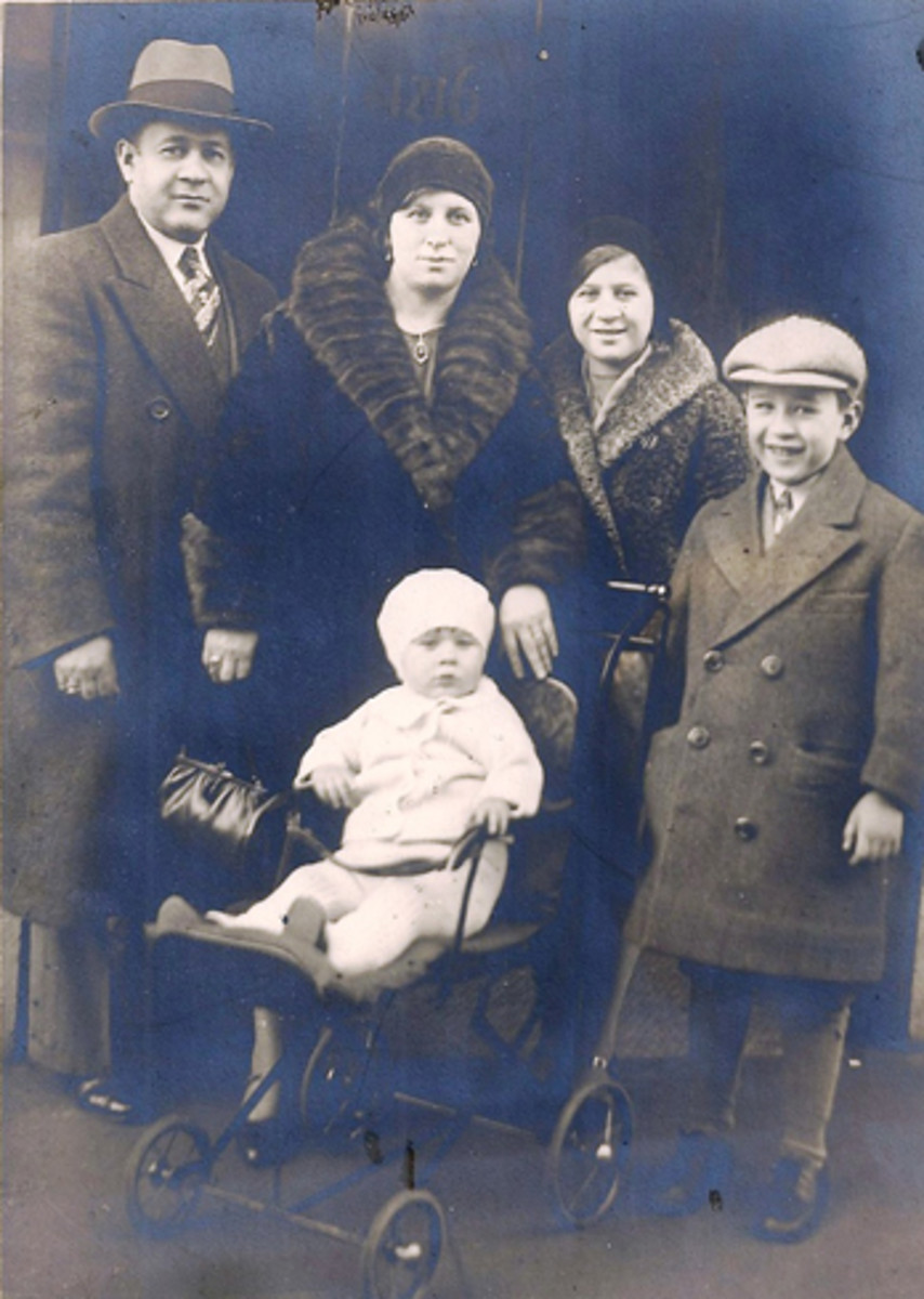 Sy, on the right, is the Berger with the big smile in this 1930 photo with his parents and siblings.