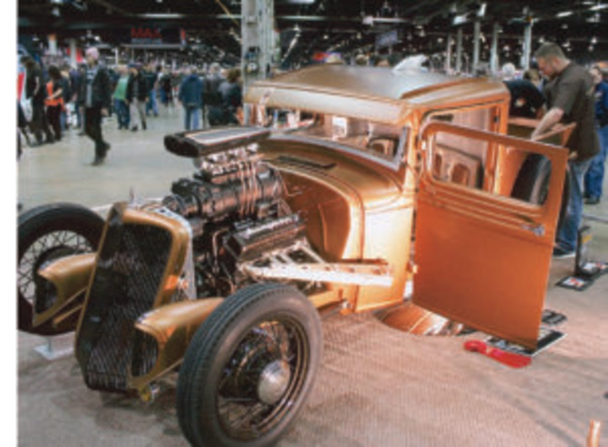 The National Sports Collectors Convention isn't the only large show to set up in Rosemont, Illinois. The Chicago World of Wheels also gathers a large crowd.